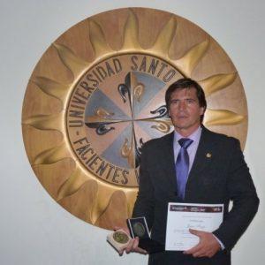 La Universidad Santo Tomás, Colombia, galardonó a Jaime Parejo