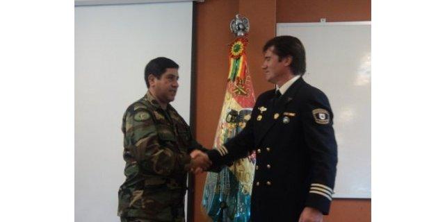 Fuerzas Especiales de la Policía Nacional de Bolivia condecoran al experto español Jaime Parejo