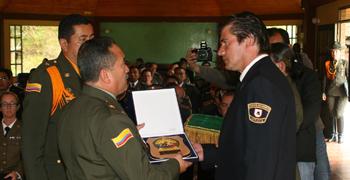 La Policía Nacional de Colombia otorga destacado Reconocimiento oficial a Jaime Parejo