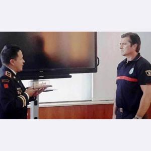 La Policía Metropolitana de Quito, Ecuador, galardonó a Jaime Parejo