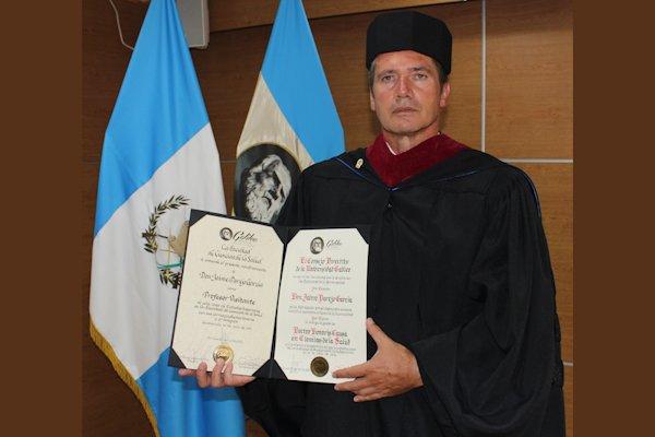 La Universidad Galileo, Guatemala, galardonó a Jaime Parejo